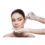 preenchimento facial na área dos olhos em clínica Itaim Bibi